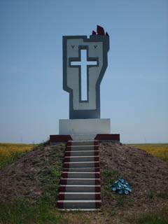 Мемориальный одиночный комплекс с крестом Шимановск Памятник Роза из двух видов гранита Ворсма